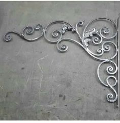 Most recent Photos Wrought Iron texture Thoughts Household beautifying having wrought iron is as strong these days because the wrought iron material itself. Wrought Iron Stairs, Wrought Iron Decor, Iron Wall Decor, Metal Fabrication Tools, Iron Pergola, Iron Gate Design, Welding Design, Metal Bending, Iron Furniture