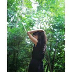 キャプション→. @momopon . . . 何気ない仕草に はっとする瞬間 . #icu_japan #team_jp_ #pentax #k30 #愛しのpentax倶楽部 #ペンタ党 #igersjp #lovers_nippon_portrait #phos_japan #as_archive #jp_gallery #東京カメラ部 #tokyocameraclub #ig_japan #reco_ig #森 #portrait #ポートレート ユーザー→misaco_3 場所→