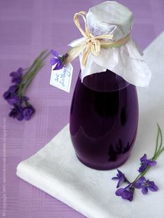 Violet Syrup: about 20 grams of violet flower, 1 liter of water, about 60 grams of sugar