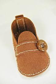Resultado de imagem para moldes de sapatinhos de bebe masculino em tecido passo a passo