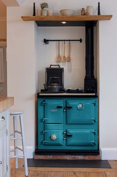 This Rayburn cooker in Salcombe Blue makes a wonderfully bold statement. Aga Kitchen, Green Kitchen, Kitchen Dining, 1920s Kitchen, English Country Kitchens, European Kitchens, Rayburn Cookers, Aga Oven, Aga Cooker