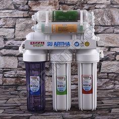 Royal Green Soft modeli 8 filtreli su arıtma cihazı Türkiye'de bir ilk Yeşil Teknolojikullanılmıştır. Bir parçası değil tüm parçaları NSF, Water Quality ve FDA onaylı dır. 1 Yıllık filtre hediye, Ücretsiz kargo ve montaj özel amaçlı filtreler şeffaf üretilmiştir. K