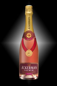 Saumur 1811 of the House of Ackerman - Cabernet franc - Raspberry/red currant aromas with notes of cake. Lively, sweet and persistent on the palate. It was awarded a Gold Medal at the National Agricultural Competition in 2014.