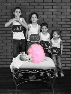 I need this with Jace, Rocky, and Teddy with baby Heidi! Sibling Photos, Newborn Pictures, Maternity Pictures, Baby Pictures, Family Photos, Newborn Pics, Siblings Goals, Family Goals, Faire Du Baby Sitting