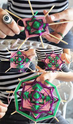 Yarn Crafts For Kids, Diy Arts And Crafts, Diy Crafts, God's Eye Craft, Woolen Craft, Macrame Wall Hanging Diy, Crochet Dreamcatcher, Gods Eye, Swedish Weaving