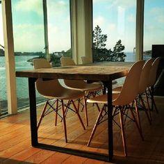 Bord #1862 i #smokeygrey finish. 200+50+50x90x72 materialer fra 1862. Bilde fra #fornøydkunde. Vi lager i alle mål #påbestilling #håndlagetavoss #barefordeg #drivved #drivvedland #gjenbruksmaterialer #elskerdet Dining Chairs, Dining Table, Tables, Photo And Video, Instagram, Furniture, Ideas, Home Decor, Pictures