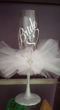 We give spectacular gift basket for any special day! Choose from our wide variety of unique gift fruit filled gift baskets gift baskets for boyfriend Wedding Bride, Diy Wedding, Wedding Gifts, Table Wedding, Wedding Ideas, Boyfriend Gift Basket, Wedding Wine Glasses, Decorated Wine Glasses, Wine Glass Crafts