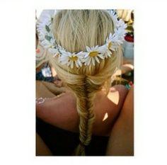 hair braid c pink hair fishtail braid flower crown daisy crown pastel-locks Pretty Hairstyles, Braided Hairstyles, Hairstyles Haircuts, Beach Hairstyles, Style Hairstyle, Wedding Hairstyle, Flower Braids, Flower Crowns, Crown Flower