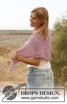"""Knitted DROPS shawl worked from side to side in """"Alpaca Bouclé"""" and """"Cotton Viscose"""". ~ DROPS Design"""