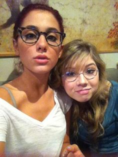 10 Celebrities Who Wear Glasses - Pictures of Celebrities in Glasses - Seventeen  Ariana Grande and Jennette McCurdy