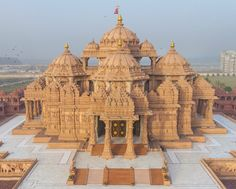 10 World's Largest Hindu Temples. These Hindu Temples are huge structures covering acres of land and height that state that sky is the limit. Indian Temple Architecture, India Architecture, Religious Architecture, Ancient Architecture, Education Architecture, Temple India, Hindu Temple, Delhi Tourism, Amazing India