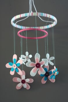 12 Beautiful DIY Baby Mobiles- I like this one but with foam airplanes! Baby Crafts, Crafts For Kids, Flower Mobile, Idee Diy, Craft Tutorials, Craft Ideas, Flower Tutorial, Diy Flowers, Hanging Flowers