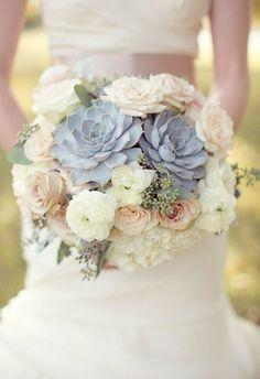 Bouquet de suculentas com cores suaves...