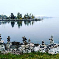 Stone figures near Lahti Passenger Harbour. Foggy morning softens everything.  #sculpture #art #natureart #naturephotography #foliage #lakeview #foggy #landscape #beautiful #naturebeauty #lahti #timokiviluoma #travelblogger