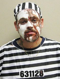 This bloody inmate. | 17 People Who Instantly Regretted Getting Arrested On Halloween