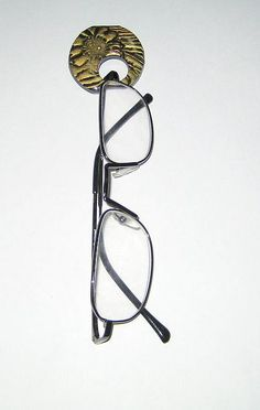 Glasses Pin- I need to make this AND I need to wear this...Never met someone who lost her glasses as much as I do.