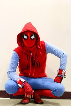 When you need to take a break from working on a labor-intensive Spider-Man: Homecoming Spidey suit, the logical thing to do is make another Spider-Man costume. Replica Prop Forum (RPF) user Matthew…