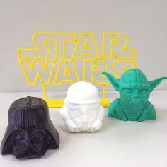 Hoje estreia o filme vStar Wars - O Despertar da Força!  O sétimo filme da série Star Wars se passa aproximadamente 30 anos após O Retorno de Jedi. Esse é o primeiro filme de Star Wars produzido após a venda da Lucas Film por George Lucas para a Walt Disney Pictures que agora distribuirá os lançamentos da franquia.  É possível imprimir os seus personagens favoritos com as impressoras 3D da MaQeo.  Venha para o lado 3D da força!  #DarthVader #MestreYoda #Yoda #Stormtrooper #StarWars #Filme…