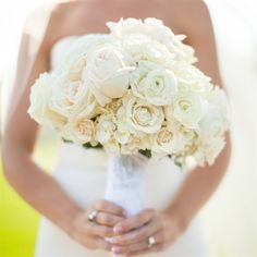 beautiful: ivory and blush garden roses and ranunculas