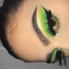 green eyeshadow looks . green eyeshadow for brown eyes . green eyeshadow looks for brown eyes . green eyeshadow looks step by step . Makeup Inspo, Makeup Inspiration, Makeup Tips, Beauty Makeup, Makeup Products, Makeup Geek, Christmas Makeup Look, Holiday Makeup, Halloween Makeup