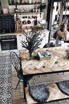 #flowervase #glasscup #glasstumbler #copperlamp #cuttingboard #woodcuttingboard #qdesbouteilles #costanova
