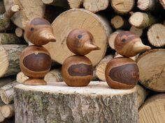 Andefamilie i valnød. Wood Turning Projects, Wood Projects, Wood Animal, Wood Lathe, Woodturning, Wood Art, Wooden Toys, Pots, Carving