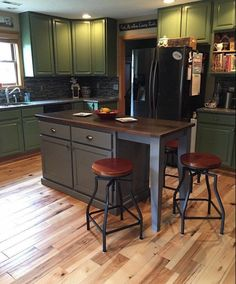Kitchen Island With Seating, Kitchen Islands, Primitive Kitchen, Tiny House Design, Home Remodeling, Kitchen Remodeling, Cool Kitchens, Remodeled Kitchens, Living Room Designs