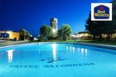 Piscina por la noche Best Western Hotel Salobreña