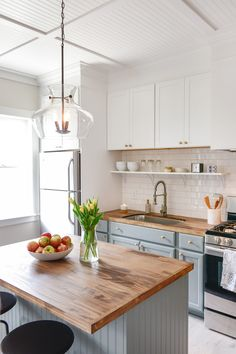 This post is in partnership with Lowe's.A few months ago, Chris and Julia asked us to be a part of their Dream Team. This teamwouldhelp one homeownertransform a kitchen or bath, and together, we'd knock out a therenovation in just a few short days for this year's Lowe's Spring Makeover.…