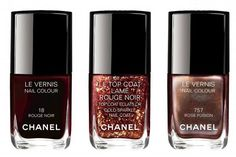Chanel-Holiday-2015-Rouge-Noir: Le Vernis Nail Colour – Limited Edition – $27.00 / €23.50      (Rose Fusion – luminous purple grey);  Le Top Coat | Gold Sparkle Nail Coat – Limited Edition – $27.00 / €23.50      (Lame Rouge Noir – shimmering black red)