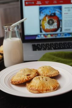 Movie Treats: Mini Peach Pie Pockets