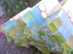 I told you I getobsessedfrom time to time! I'm going to show you a simple last minute trick to spice up soap top! This item is very co...