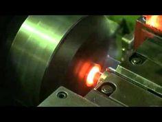 製造部分に優秀なスタッフをそろえ、最新鋭のCNCの制御装置機械によりスピーディに確実なステンレス製品を生産。