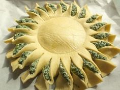 Sunny Spinach Pie When you're hosting a party, you want to surprise your guests with something out of the ordinary and extra special. This sunny spinach pie recipe will delight your guests and have them begging Pie Recipes, Appetizer Recipes, Cooking Recipes, Appetizers, Sunny Spinach Pie Recipe, Knorr Spinach Dip, Spinach Ricotta, Vegetable Recipes, Vegetarian Recipes