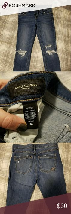 Express Ankle Legging Mid Rise Size 6R Express Ankle Legging Mid Rise Size 6R Distressed Express Jeans Ankle & Cropped