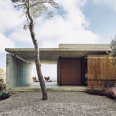 The best morning inspiration via @contempoperth. Casa Viddal & Rahola in Ibiza by Rahola Vidal Arquitectes. Photo by Eugeni Pons.