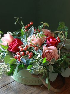 cynorhodons, lierre, hypericum, et roses bien sûr !