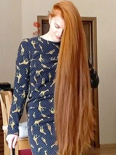VIDEO - Ekaterina - RealRapunzels Long Hair Play, Very Long Hair, Beautiful Long Hair, How Beautiful, Long Hair Models, Playing With Hair, Hair Brush, New Model, Her Hair