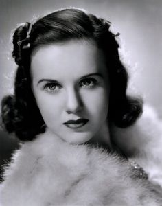 "One of the Hollywood's original child stars, Deanna Durbin appeared in her first movie, the 1936 musical comedy ""Three Smart Girls,"" at the age of Canadian Actresses, Female Actresses, Hollywood Walk Of Fame, Hollywood Glamour, Classic Hollywood, Lady On A Train, Deanna Durbin, Connie Francis, Rosemary Clooney"