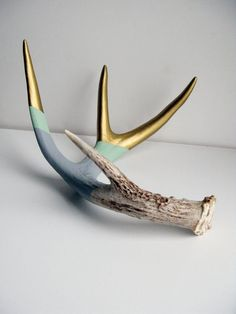 Polek Shows, Gold Mint & Gray Striped Painted Antler. The antler has been naturally shed. Deer Horns, Deer Skulls, Cow Skull, Animal Skulls, Deer Skull Decor, Antler Crafts, Antler Art, Boho Store, Painted Antlers