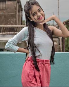 Cute Girl Photo, Beautiful Girl Photo, Girl Photo Poses, Indian Teen, Indian Girls, Girl Pictures, Girl Photos, Blur Background Photography, Pics For Dp