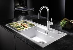 What to look out for when buying a new kitchen sink. Stainless steel sink, granite sink, ceramic sink✓ Germany's biggest sink manufacturer ✓ - does it work in y Single Sink Kitchen, Corner Sink Kitchen, Long Kitchen, Island Kitchen, Granite Kitchen, Kitchen Appliances, Kitchen Sink Interior, Best Kitchen Faucets, Kitchen Sink Design