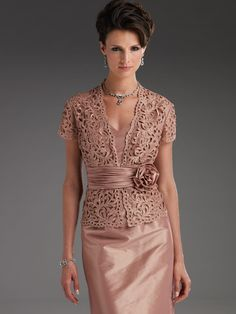 @Mandy Bryant Bryant downey don't you LOVE this for my mom's dress for your wedding???