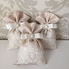 Wedding Favors And Gifts, Creative Wedding Gifts, Diy Wedding Decorations, Baby Shower Souvenirs, Gift Wraping, Burlap Bags, Lavender Bags, Beauty Kit, Gift Bags