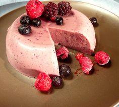 Aprende a preparar una deliciosa jalea o Gelatina de berries (frutos del bosque) cremosa, riquísima y completamente libre de lacteos #dairyfree #sinlactosa