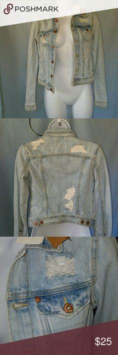 "DROP H&M DESTRUCTED LIGHT WASH DENIM JACKET H&M Destructed light wash denim jacket This jacket is 100% cotton. Armpit to armpit is 16"" and length from shoulder to hem is 17.5"". H&M Jackets & Coats Jean Jackets"