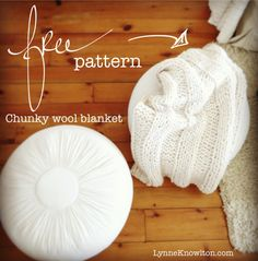 Create a beautiful chunky wool blanket with two basic knit & purl stitches. Free pattern inside the blog ! #knit #knitting #chunkywool #blanket #pattern