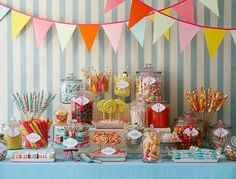 love that the lollypops are standing up.. will do this with toffee apples.. just stick them in styrofoam?