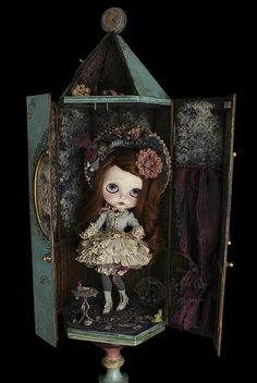 Alice Sauco by Rebeca Cano ~ Cookie dolls, ~ The Alice room Pullip Custom, Custom Dolls, Witch Room, Goth Home Decor, Doll Display, Prop Design, Creepy Dolls, Little Doll, Doll Face