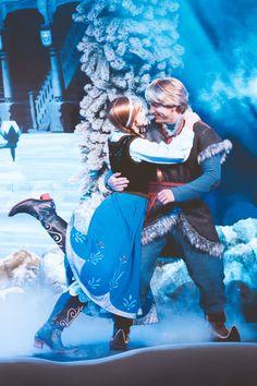 maddy / 18 / frozen *sidebar + corner image by annabjorgmans Disney Couples, Disney Love, Disney Magic, Disney Frozen, Disney Parks, Disney Pixar, Realistic Costumes, Walter Elias Disney, Disney Phone Wallpaper
